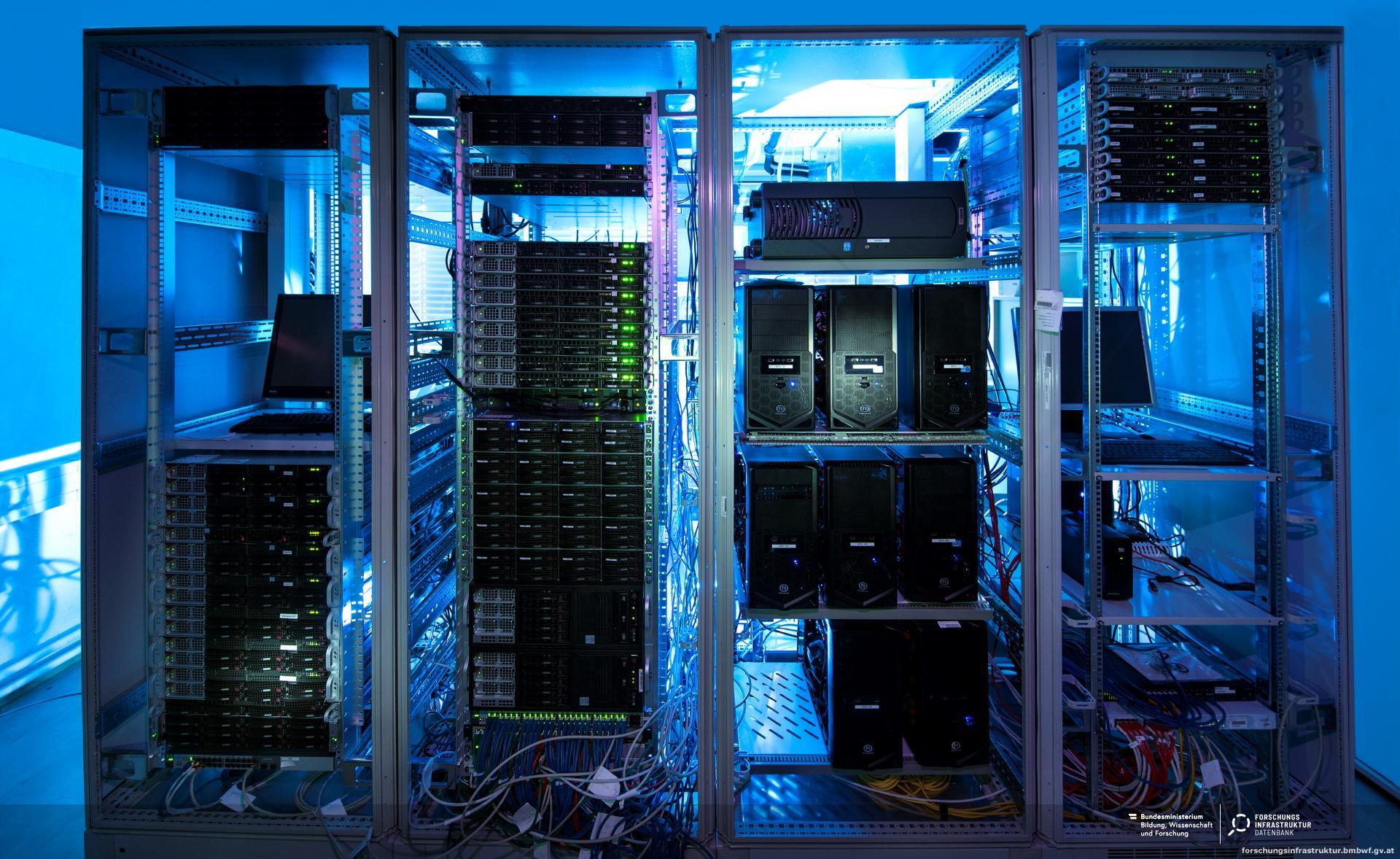 High-Performance-Computing Equipment :: Forschungsinfrastruktur